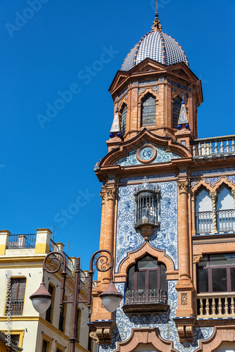 Stickers pour porte Pierre, Sable Ornate Building in Seville, Spain