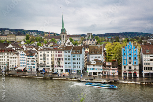 Poster Ville sur l eau Zurich panorama view, beautiful cityscape on rainy day. Switzerland.