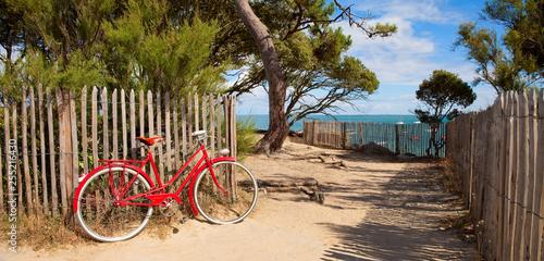 Obraz rower  velo-ancien-sur-le-littorale-de-noirmoutier-en-france