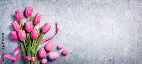 Poster de jardin Tulip Easter - Tulips Bouquet And Eggs On Gray Background