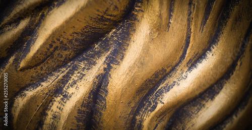 Fotografía  polished wavy bronze texture with vignette. background, concept