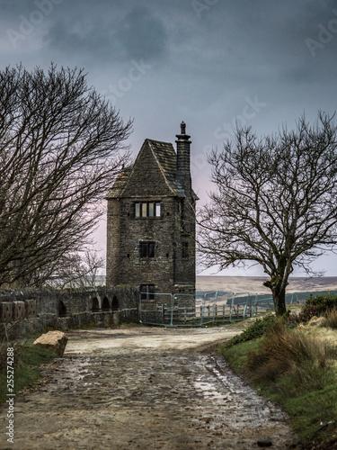 Photo road to creepy house