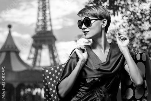 Fototapeta Shopping in Paris woman
