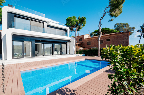 Luxury Modern White House With Large Windows Overlooking A Mediterian Landscaped Garden With Palm Trees And Blue Swimming Pool High Tech Style Villa Vacation Home Or Hotel Modern Loft Design Ees A