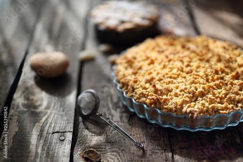 Fototapeta Kruche maślane  ciasto. Tarta z jabłkami.  obraz