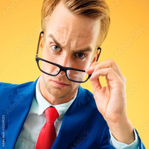 Fotografía portrait of funny skeptic young businessman