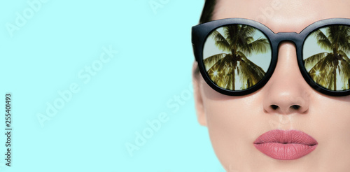 Canvastavla Portrait close up of a pretty woman with reflection of palms in sunglasses  on a