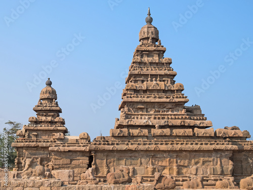 Obraz na plátne  The 8th century Shore Temple at Mamalapuram on the Coromandel coast of Tamil Nad