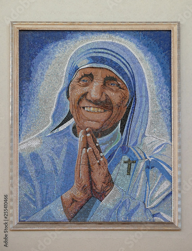 Valokuvatapetti Mother Teresa mosaic in the Mother Teresa cathedral in Vau i Dejes, Albania
