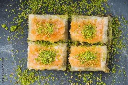 Photo turkish dessert sobiyet baklava