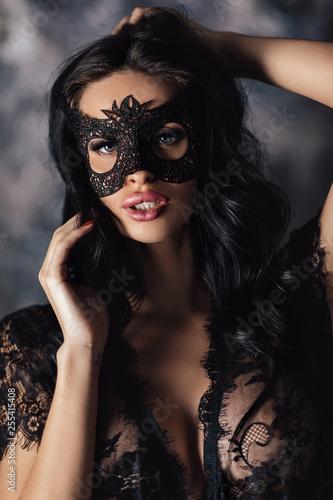portret-tajemniczej-seksownej-kobiety-w-koronkowej-masce