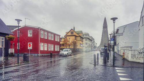 Billede på lærred Beautiful Perspective street view from downtown to Hallgrimskirkja the modern ca