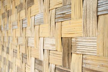 Tekstury i tła Azji. Ściana tradycyjnej wietnamskiej bambusowej chaty. Tkactwo krzyżowe.