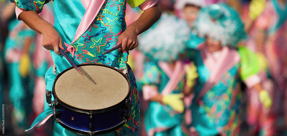 Fototapety, obrazy: Carnival music played on drums by colorfully dressed musicians