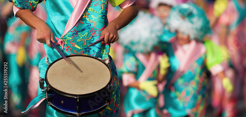 Deurstickers Carnaval Carnival music played on drums by colorfully dressed musicians