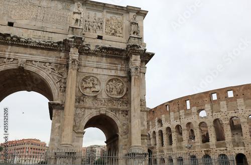 Fotografia, Obraz  Triumphal Arch of the Emperor Constantine in Rome in Italy and t