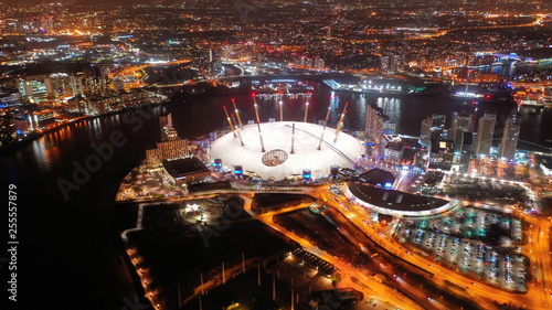 Photo Aerial night shot from iconic public O2 Arena in Greenwich Peninsula, London, Un