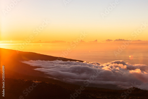 Foto auf AluDibond Braun Incredible sunset landscape in the mountains. Clouds lie on the mountainside