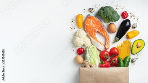 Fototapeta Supermarket. Paper bag full of healthy food. obraz