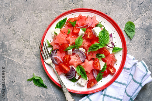 Fotomural  Watermelon salad with tomato, feta cheese, red onion and basil on a plate