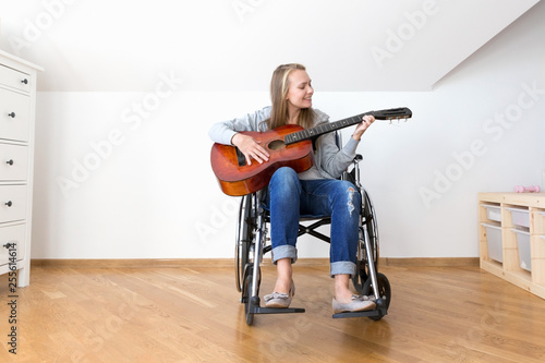 Fotografia, Obraz  Handicapped woman learning play the guitar.