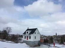 Petite Maison Blanche à Chicoutimi