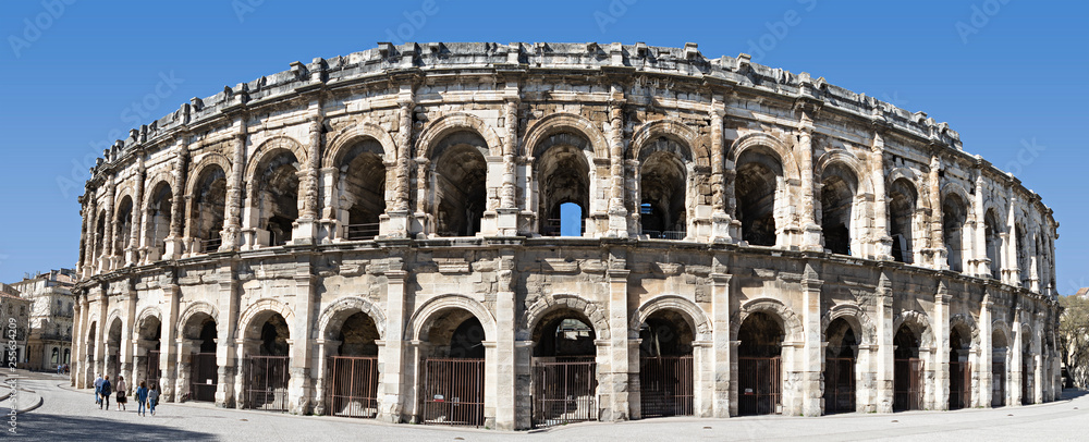 Fototapety, obrazy: famous arena in the south of france