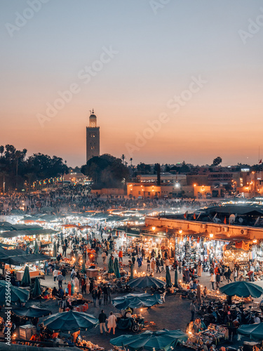 Papiers peints Maroc Djemaa el Fna - a famous market place in Marrakech, Morocco