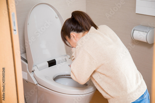 Obraz na plátně トイレで嘔吐する女性