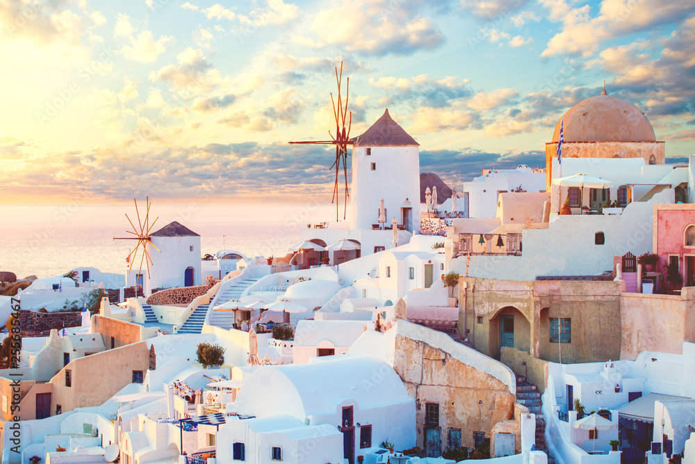 Fototapety, obrazy: Santorini island, Greece. Romantic dawn on Santorini, the morning light