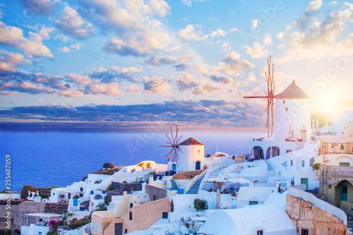 Foto op Plexiglas Santorini Santorini skyline. Beautiful Santorini landscape against blue sky with clouds. Oia town, Greece landmark