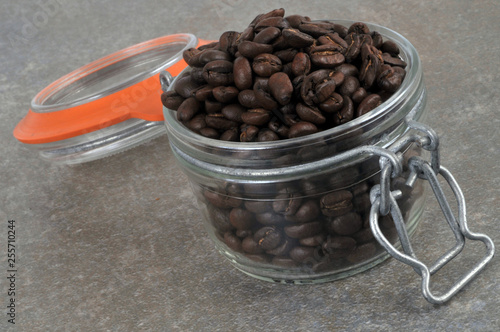 Printed kitchen splashbacks Coffee beans Bocal de café en grains