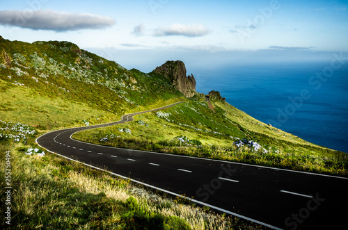 Fotografia  Azores landscape: Endless curvy winding road through the hills of Flores island, the Azores, Portugal
