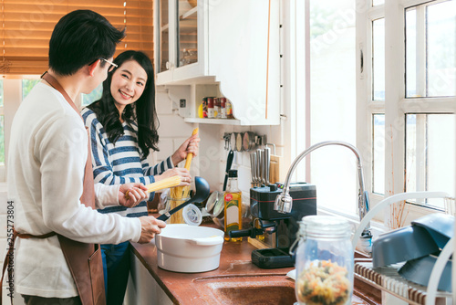 Foto  Attractive Asian couple marry family  preparing cooking food dinner together wit