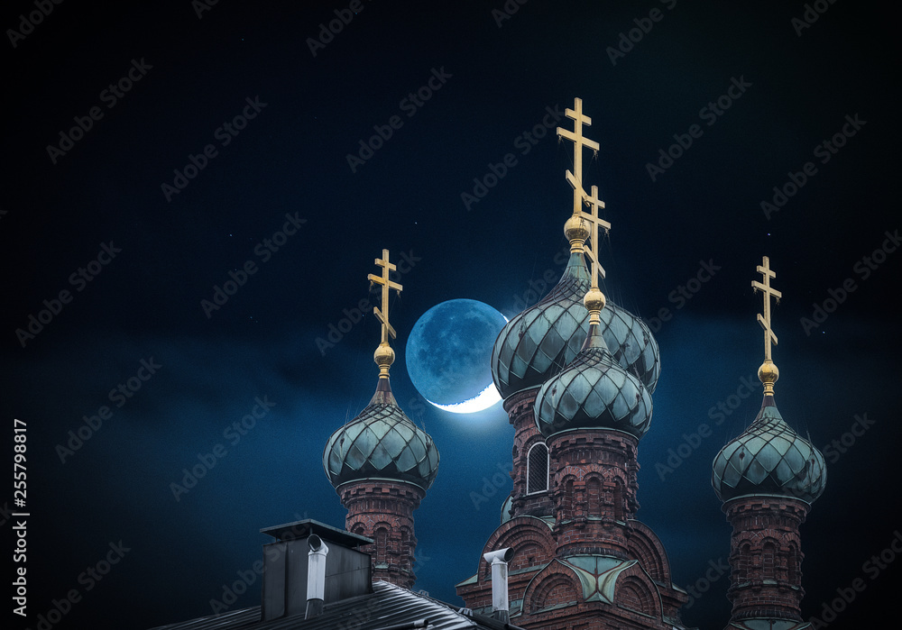 Fototapety, obrazy: The golden domes of the orthodox church in night and moon