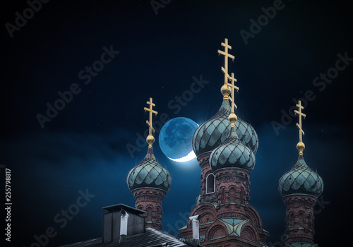 Fotografie, Obraz  The golden domes of the orthodox church in night and moon