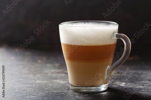 Fotografia glass of latte coffee