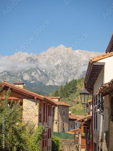 Fotografie, Obraz  Vistas del pueblo de Potes en Asturias, verano de 2018