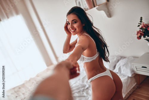 Photo  Sexy woman in bedroom