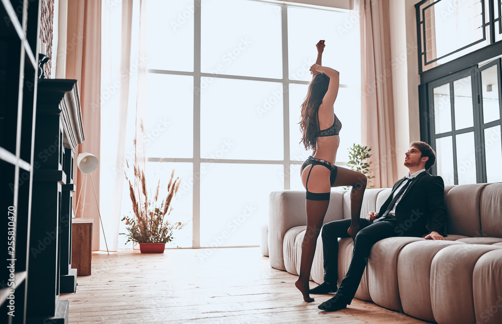 Fototapety, obrazy: Passionate couple at home