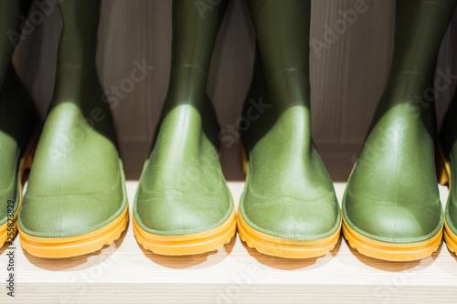 Fotografía  Green rubber boots on a store shelf