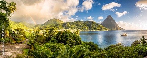 Canvas-taulu St. Lucia - Caribbean Sea with Pitons and Rainbow