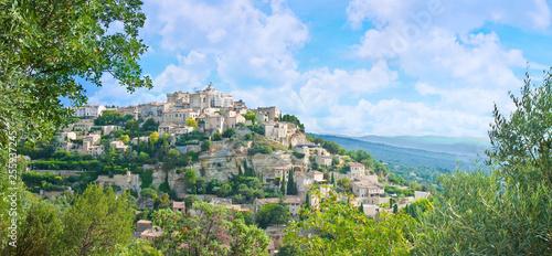 Foto op Plexiglas Historisch geb. Panoramic landscape of the medieval Gordes village (Europe-France-Provence)