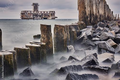 Ruiny torpedowni i mola Babich dołach nad zatoką Gdańska,