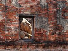 Reclining Buddha Wat Put Thai Sa Wan Temple,Ayuttaya Thailand