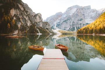 Fototapeta Optyczne powiększenie Traditional rowing boats at Lago di Braies in the Alps in fall