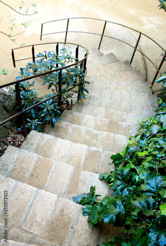 Photo Spiral staircase in the garden. Barcelona architecture.