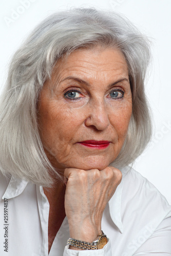 Mit haaren grauen frauen ältere (K)ein Liebesbrief