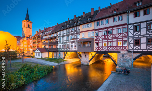 Fotografía  Historic city center of Erfurt with famous Krämerbrücke bridge illuminated at tw