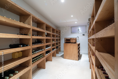 Photo Wine cellar with bottles and cigar humidifier